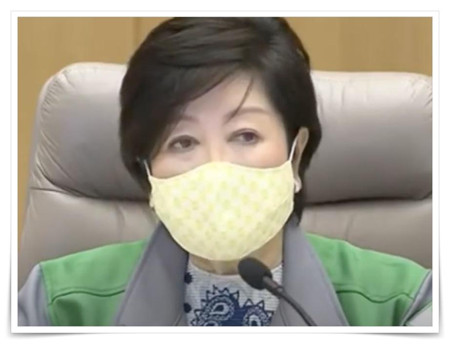 小池百合子都知事の黄色いマスクの画像
