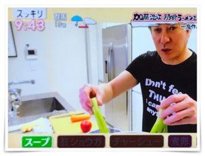 加藤浩次が自宅で豚骨ラーメンを作るスッキリ画像