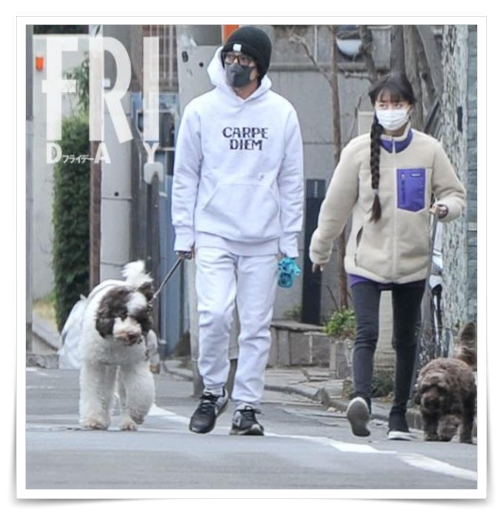 キムタクとcocomiの犬の散歩フライデー画像