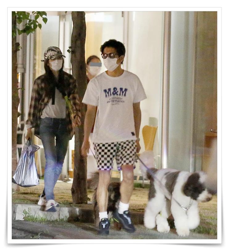 キムタクと工藤静香の犬の散歩フライデー画像