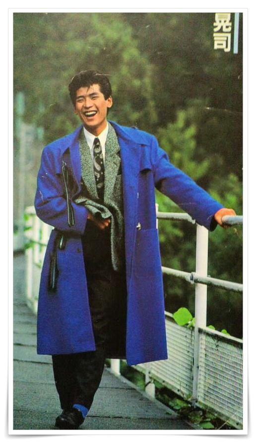 吉川晃司の若い頃のロングコート姿の画像