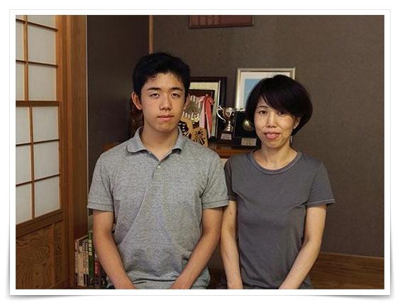 藤井聡太の母親の画像