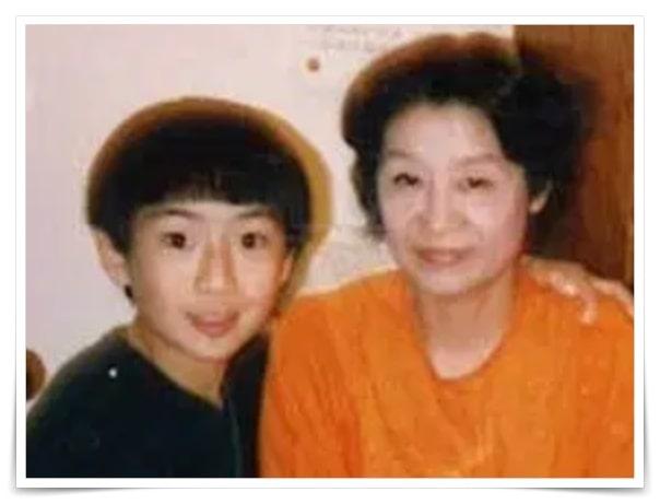 伊勢谷友介の母親の画像