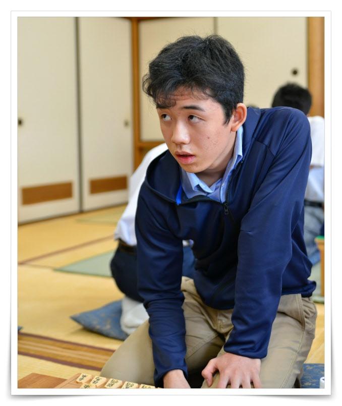 藤井聡太の子供の時の画像