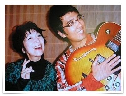 おぎやはぎ小木博明と森山良子の画像