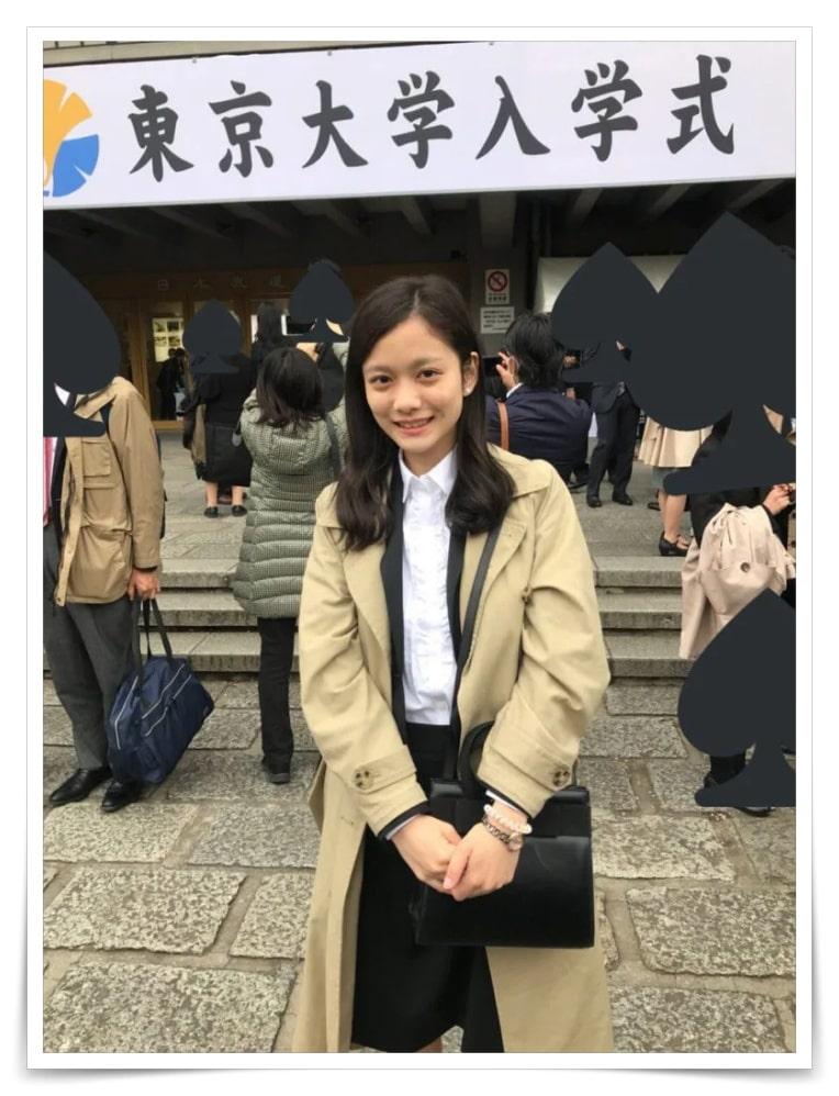 上田彩瑛の画像