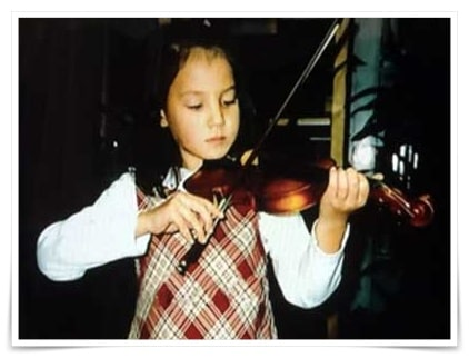 トリンドル玲奈の妹のトリンドル瑠奈の子供の頃の画像