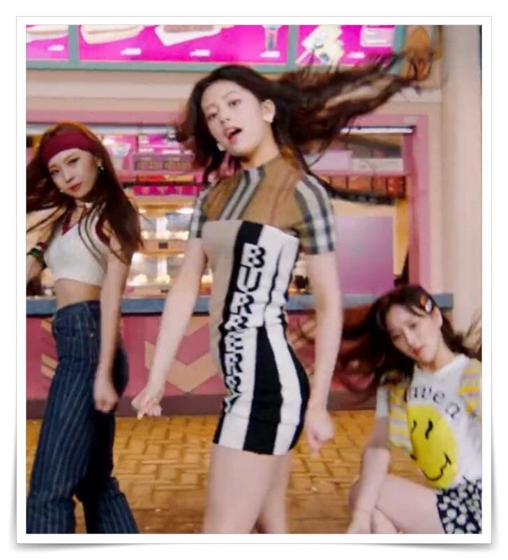 NiziUの「take a picture」のPV着用の衣装ブランド